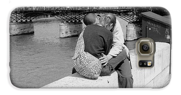Galaxy S6 Case featuring the photograph Embrace-paris by Dave Beckerman