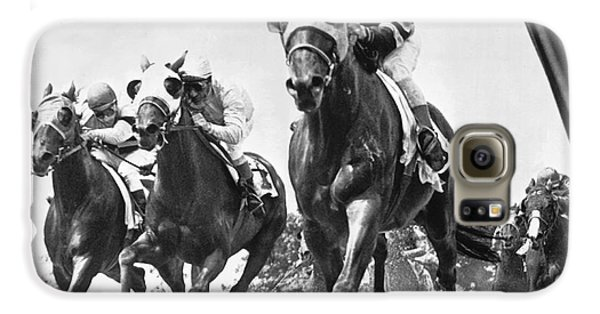 Horse Galaxy S6 Case - Horse Racing At Belmont Park by Underwood Archives