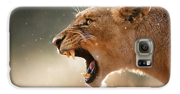 Lioness Displaying Dangerous Teeth In A Rainstorm Galaxy S6 Case