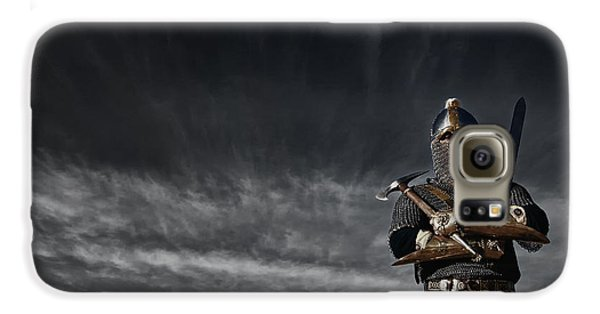 Medieval Knight With Sword And Axe Galaxy S6 Case by Holly Martin