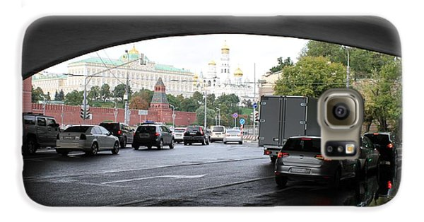 Moscow Kremlin Seen Through The Archway Of Greater Stone Bridge In Moscow I Galaxy S6 Case by Anna Yurasovsky