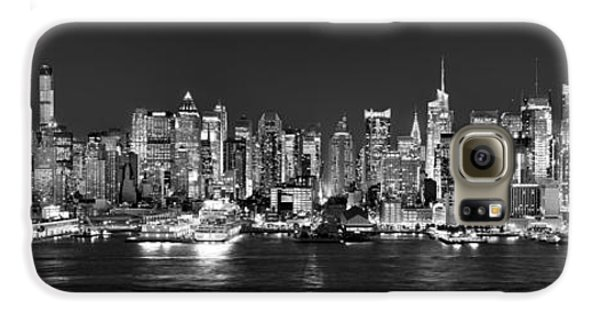 New York City Nyc Skyline Midtown Manhattan At Night Black And White Galaxy S6 Case by Jon Holiday