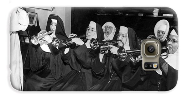 Trombone Galaxy S6 Case - Nuns Rehearse For Concert by Underwood Archives