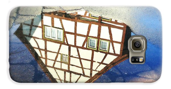 Old Half-timber House Upside Down - Water Reflection Galaxy S6 Case