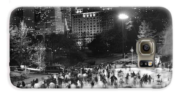New York City - Skating Rink - Monochrome Galaxy S6 Case by Dave Beckerman