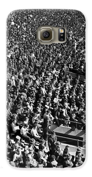 Baseball Fans At Yankee Stadium In New York   Galaxy S6 Case by Underwood Archives