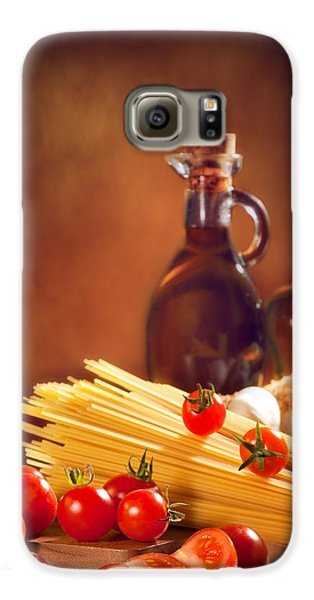 Spaghetti Pasta With Tomatoes And Garlic Galaxy S6 Case by Amanda Elwell