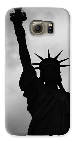Statue Of Liberty Silhouette Galaxy S6 Case by Dave Beckerman
