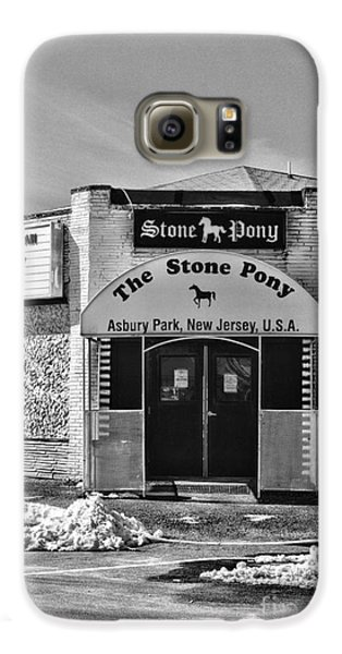 Stone Pony In Black And White Galaxy S6 Case by Paul Ward