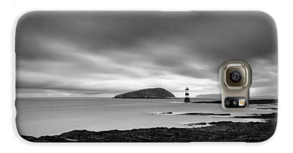 Puffin Galaxy S6 Case - Trwyn Du Lighthouse 1 by Dave Bowman