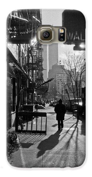 Walk Manhattan 1980s Galaxy S6 Case by Gary Eason
