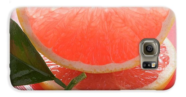 Wedge Of Pink Grapefruit On Slice Of Grapefruit With Leaf Galaxy S6 Case