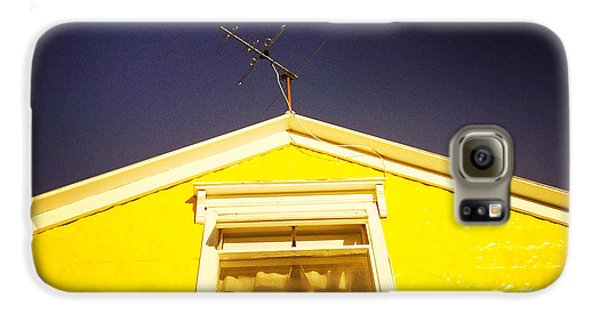 Yellow House In Akureyri Iceland Galaxy S6 Case