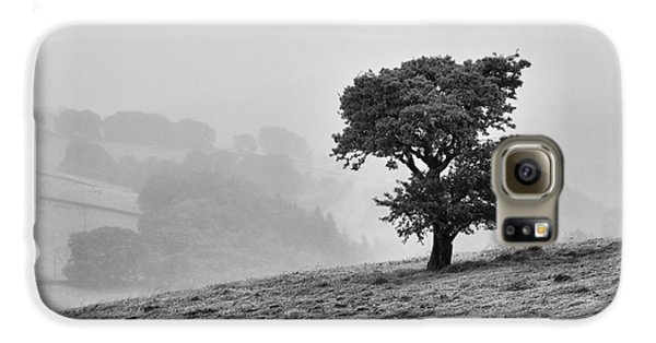 Galaxy S6 Case featuring the photograph Oak Tree In The Mist. by Clare Bambers