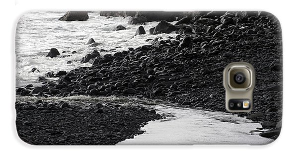 Black Lava Beach, Maui Galaxy S6 Case
