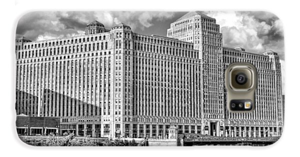 Galaxy S6 Case featuring the photograph Chicago Merchandise Mart Black And White by Christopher Arndt