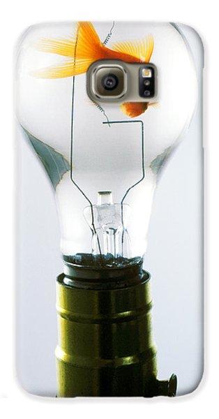 Goldfish In Light Bulb  Galaxy S6 Case by Garry Gay