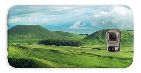 Helicopter Galaxy S6 Case - Green Hills On The Big Island Of Hawaii by Larry Marshall