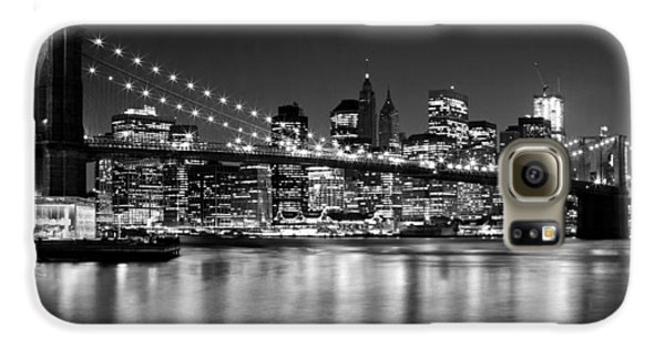 Night Skyline Manhattan Brooklyn Bridge Bw Galaxy S6 Case by Melanie Viola