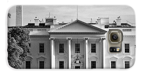 north facade from pennsylvania avenue the white house with washington monument in the background Was Galaxy S6 Case by Joe Fox
