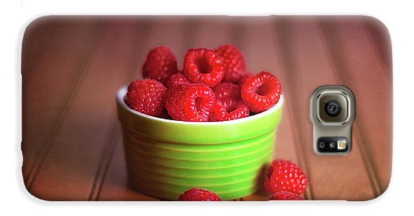 Red Raspberries Still Life Galaxy S6 Case by Tom Mc Nemar