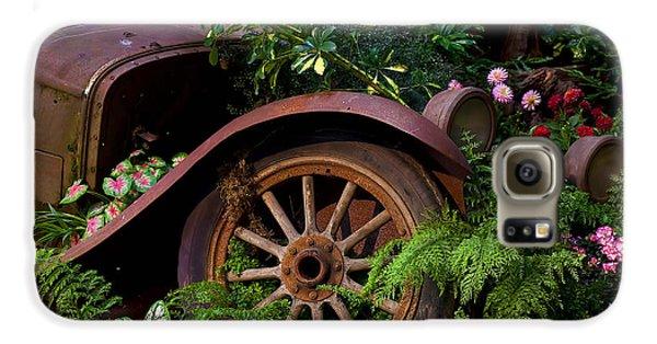 Rusty Truck In The Garden Galaxy S6 Case