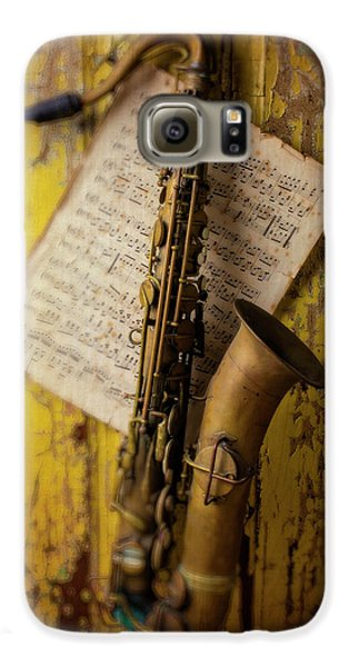 Saxophone Hanging On Old Wall Galaxy S6 Case