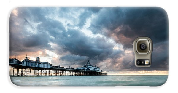 Stormy Sunrise Over Eastbourne Pier Galaxy S6 Case
