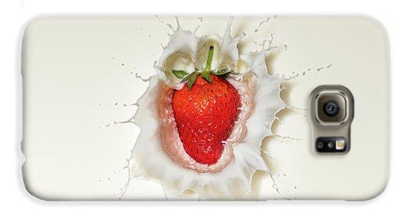 Strawberry Splash In Milk Galaxy S6 Case