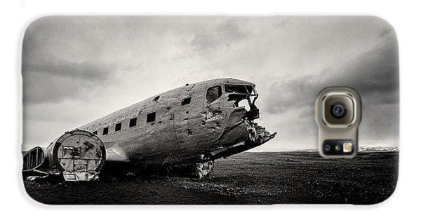 Airplanes Galaxy S6 Case - The Solheimsandur Plane Wreck by Tor-Ivar Naess