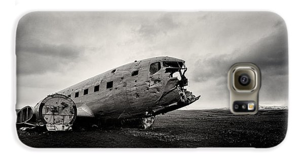 Airplane Galaxy S6 Case - The Solheimsandur Plane Wreck by Tor-Ivar Naess