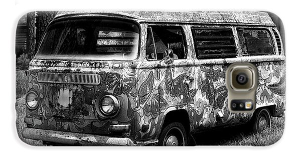Galaxy S6 Case featuring the photograph Volkswagen Microbus Nostalgia In Black And White by Bill Swartwout Fine Art Photography