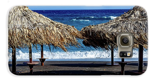 Wood Thatch Umbrellas On Black Sand Beach, Perissa Beach, In Santorini, Greece Galaxy S6 Case