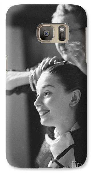 Audrey Hepburn Preparing For A Scene In Roman Holiday Galaxy S7 Case by The Harrington Collection