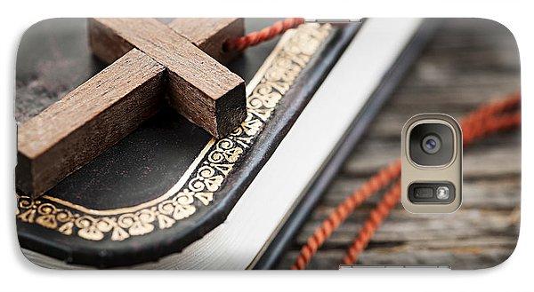 Religion Galaxy S7 Case - Cross On Bible by Elena Elisseeva