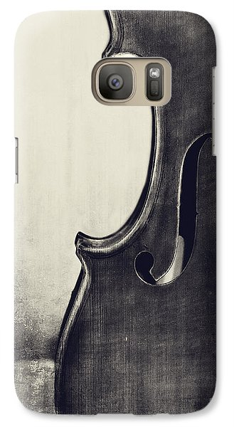 Violin Galaxy S7 Case - An Old Violin In Black And White by Emily Kay