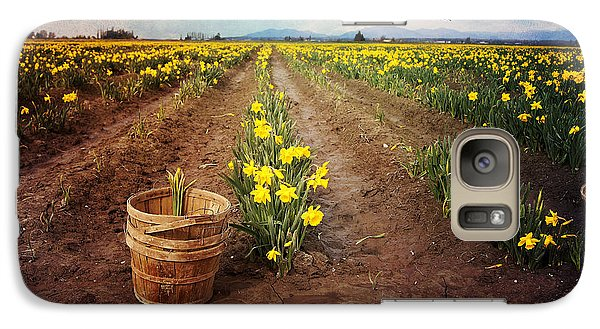 Galaxy Case featuring the photograph basket with Daffodils by Sylvia Cook