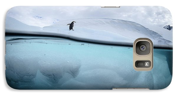 Penguin Galaxy S7 Case - Between Two Worlds - Facing Change by Justin Hofman