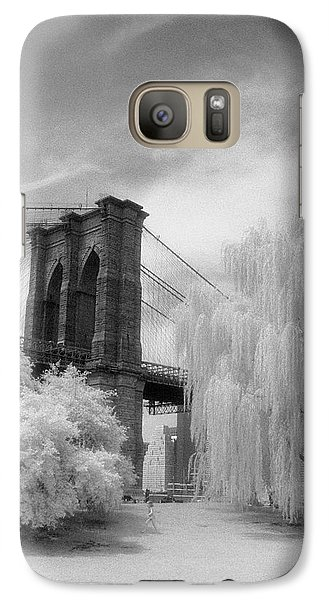 Galaxy S7 Case featuring the photograph Brooklyn Bridge Willows by Dave Beckerman