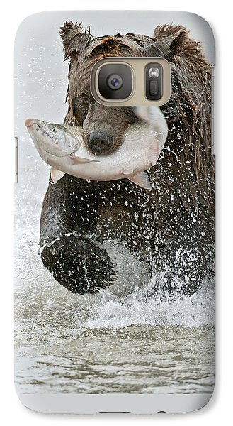 Salmon Galaxy S7 Case - Brown Bear With Salmon Catch by Gary Langley