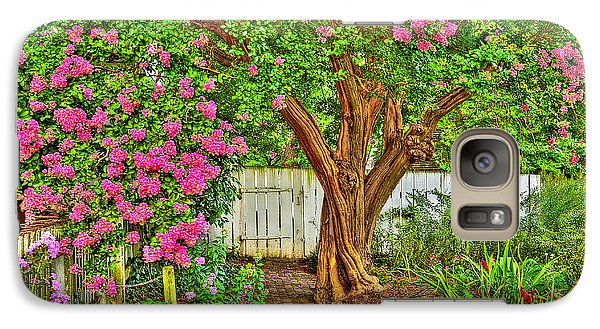 Galaxy Case featuring the photograph Crepe Myrtle In Wiliamsburg Garden by Jerry Gammon