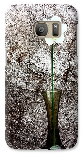 Galaxy Case featuring the photograph Daffodil by Gray  Artus