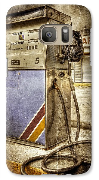 Galaxy Case featuring the photograph Destrehan Gas Pump by Ray Devlin