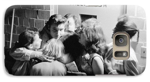 Elvis Presley Hugging Fans 1956 Galaxy S7 Case