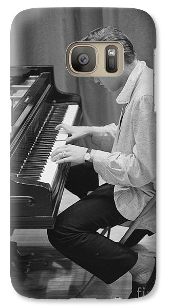 Musicians Galaxy S7 Case - Elvis Presley On Piano While Waiting For A Show To Start 1956 by The Harrington Collection