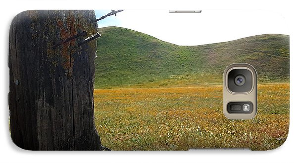 Galaxy Case featuring the photograph Fencepost On The 58 by Paul Foutz
