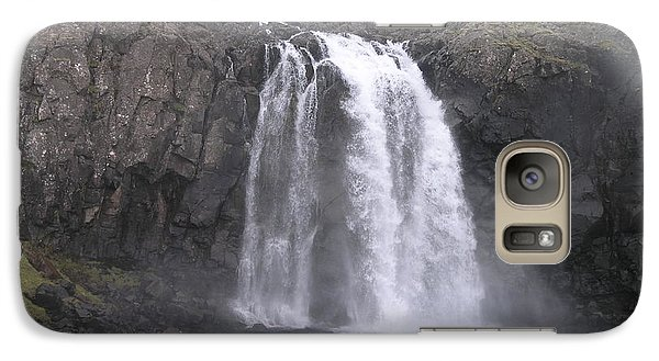 Galaxy Case featuring the photograph Fjallfoss by Christian Zesewitz