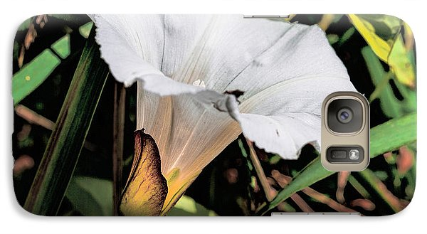 Galaxy Case featuring the photograph Glowing White Flower by Leif Sohlman
