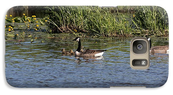 Galaxy Case featuring the photograph Goose Family In The Water by Leif Sohlman