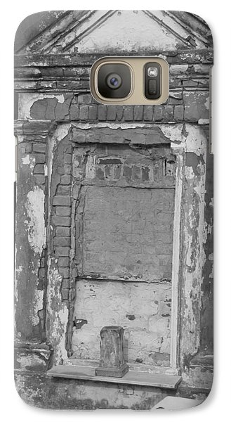 Galaxy Case featuring the photograph Grave I by Beth Vincent